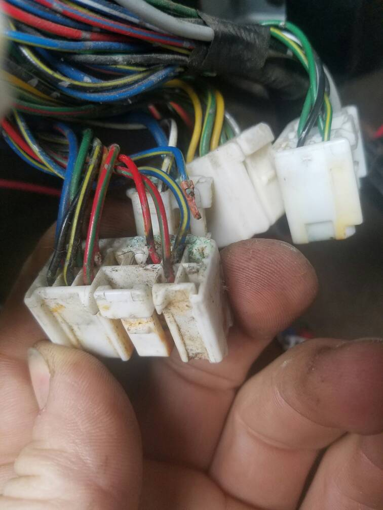 24c02633a97360497ea96fa6f0e2d608 parasitic draw draining the battery multi meter assist needed  at bakdesigns.co