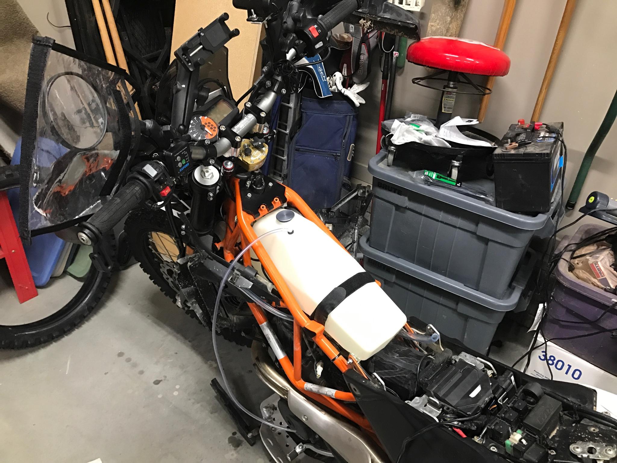 husqvarna 701 enduro fuel tank adventure rider. Black Bedroom Furniture Sets. Home Design Ideas