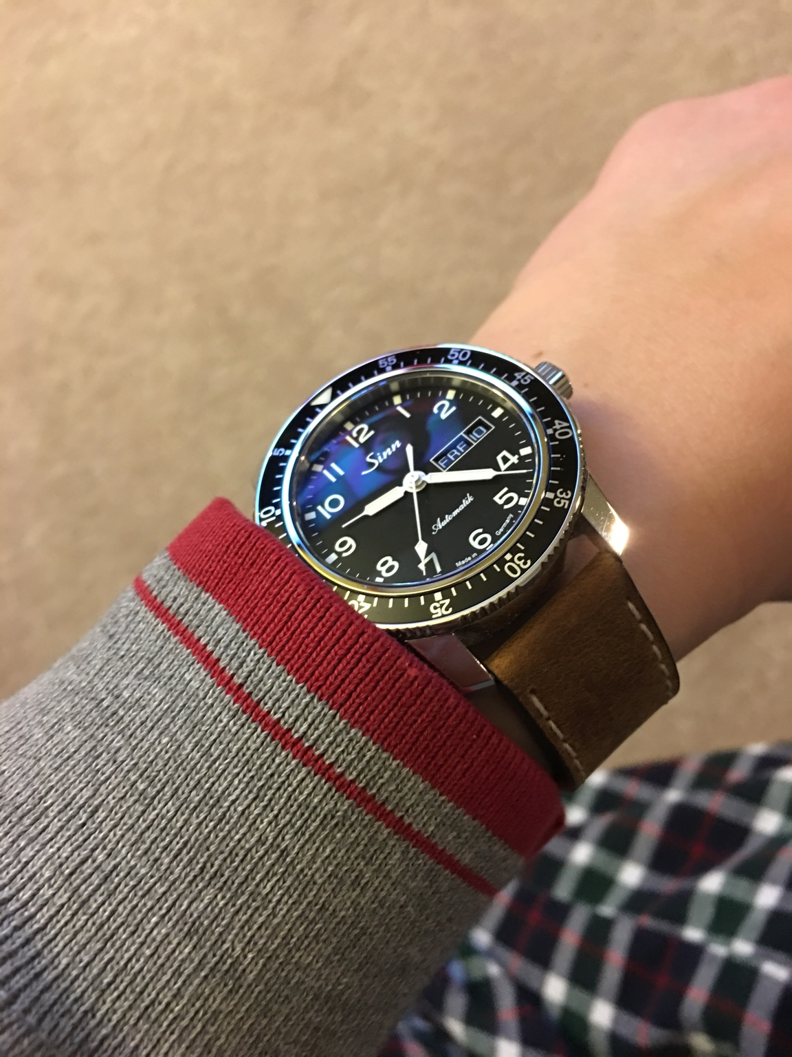 show your small wrist with