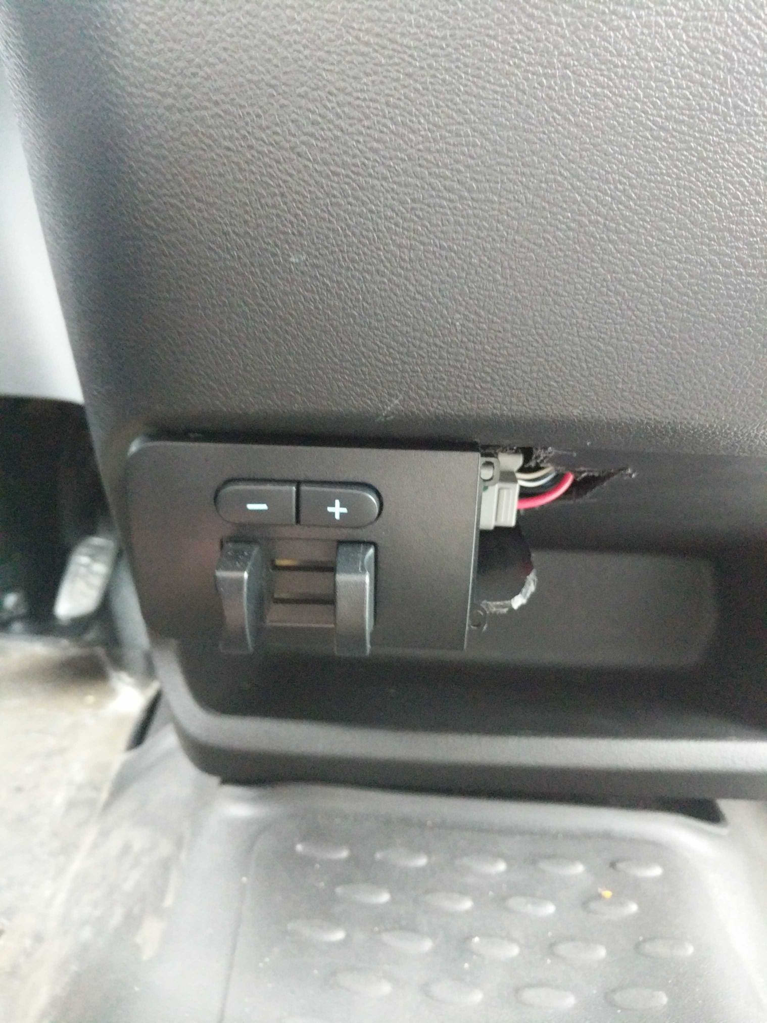 Plug for it is in center console just plugs in. My works fine just doesn't  show gains but you only got 1-10 so it can be counted.
