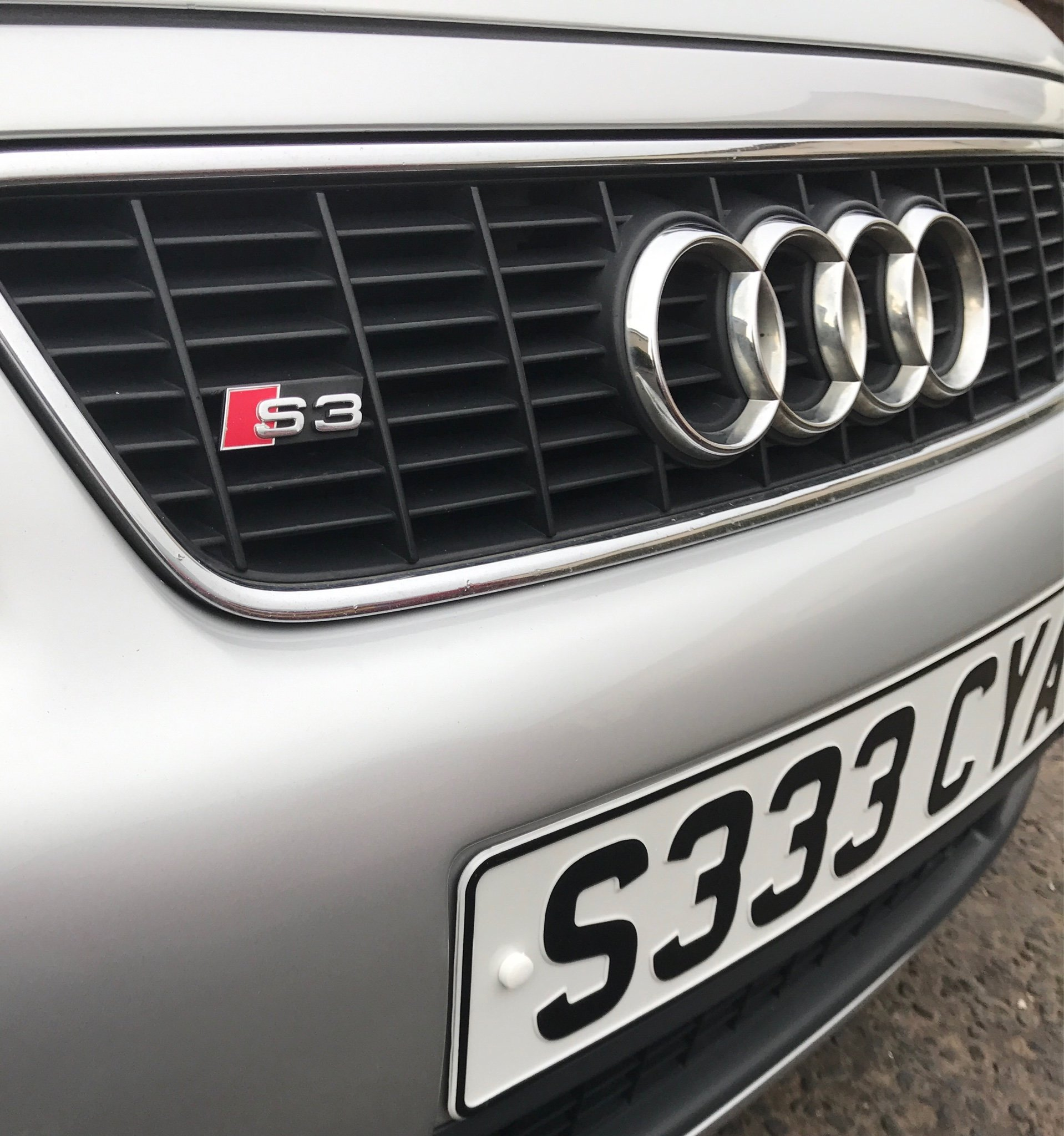 How to remove the S3 emblem badge front the front grill
