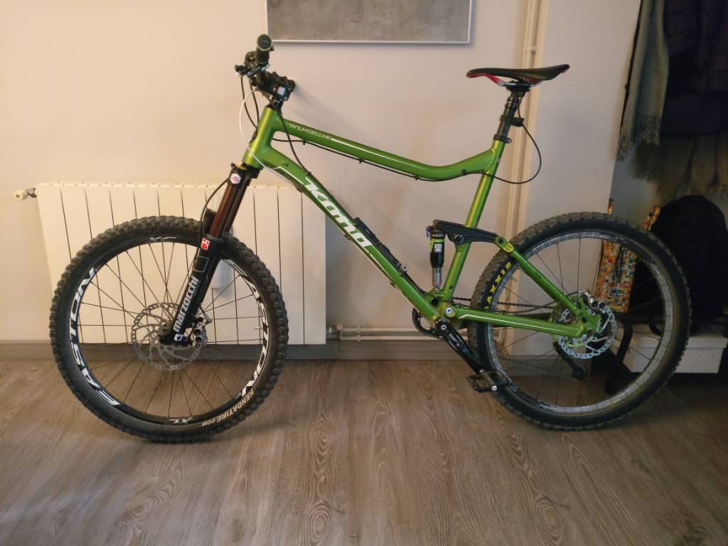 505deb3e5ab A 2013 kona tanuki deluxe, upgraded with: rock shox reverb, easton havoc  rear wheel, hope v4 203-180 mm breaks, and in the last few days, a  Marzocchi 350 ...