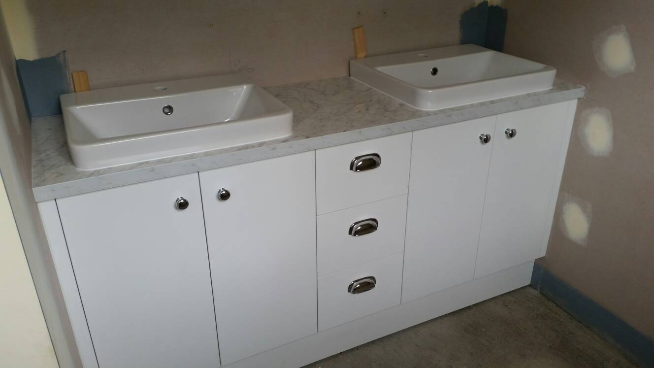 Laminate bench tops for bathrooms
