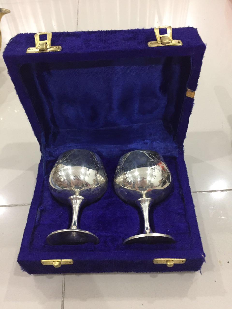 hai ly uống rượu vang bằng bạc sang ai có nhu câu liên hê e đời năm 1940  giá 6tr