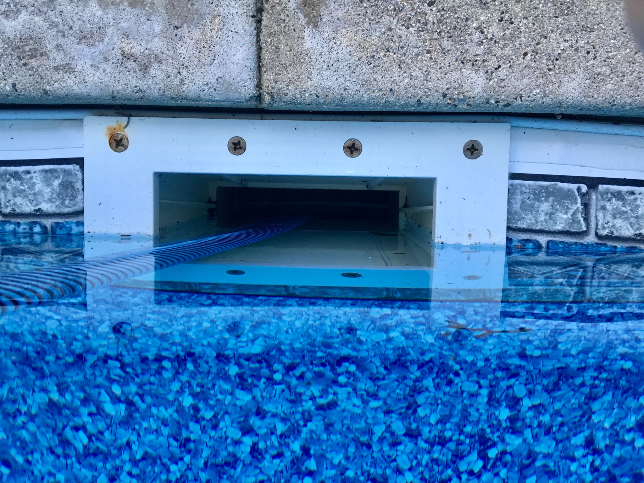 My pool is older and I can only find the part number and a logo on the skimmer. It seems the skimmer would be a lot more effective with a weir door . & Do you mind helping me identify my skimmer? I donu0027t have a weir door ...