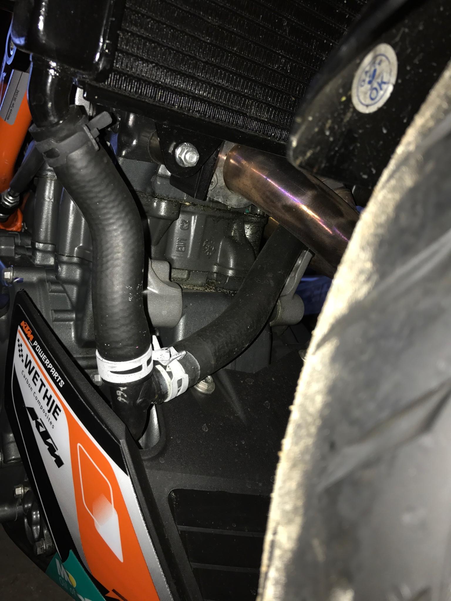 Oil leaking, help! - KTM Duke 390 Forum