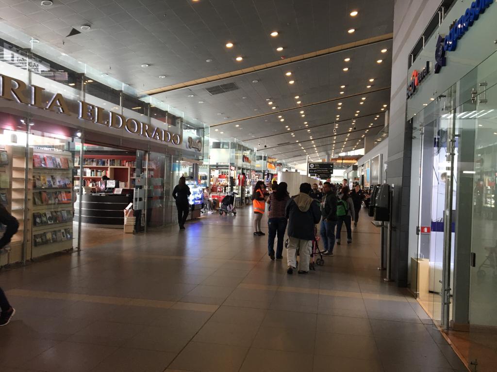 Bogot aeropuerto internacional eldorado skbo bog for Oficinas bancolombia cali