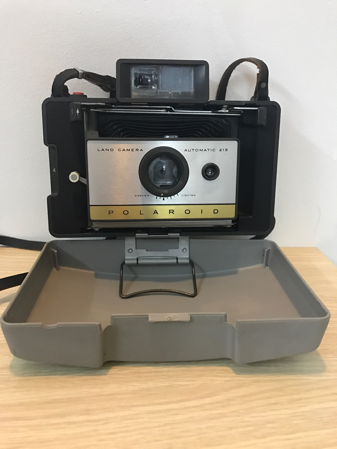 Máy chụp phim Palaroid của Mĩ