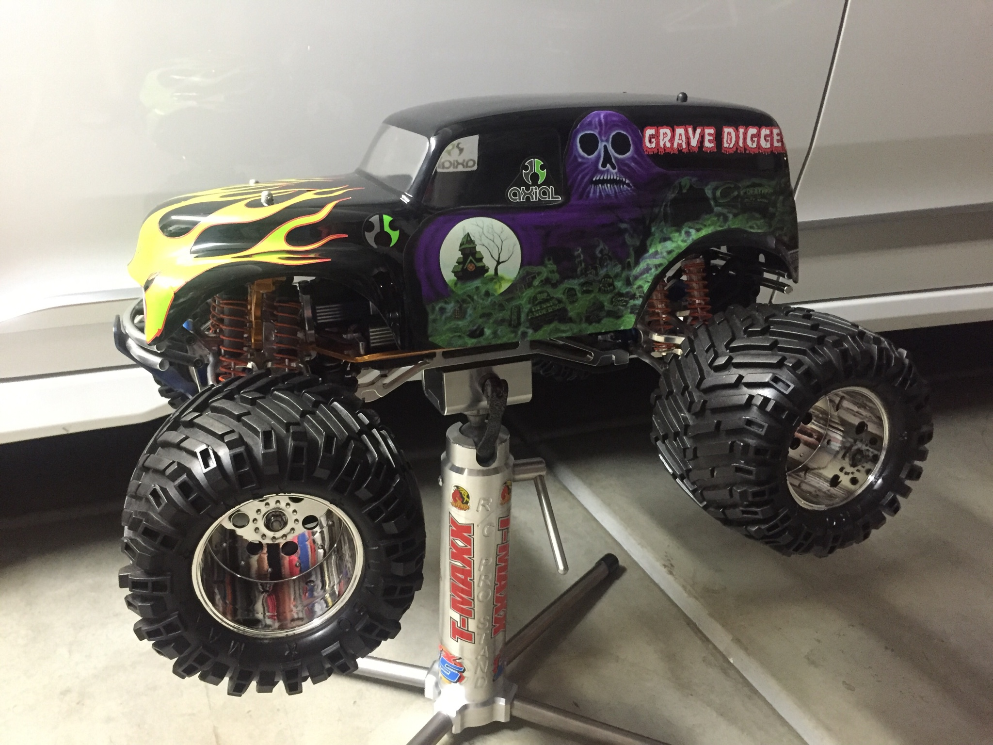 Here s my custom X Maxx build on my State of the art stand I originally bought this for my max trucks