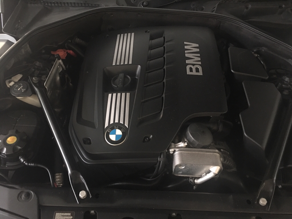 engine bay battery terminal points to jump start f10 bmw sg singapore bmw owners. Black Bedroom Furniture Sets. Home Design Ideas
