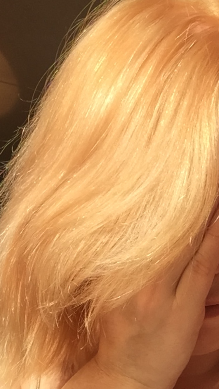 Nice light brown to put on my horrible brassy/ bleached blonde hair ...