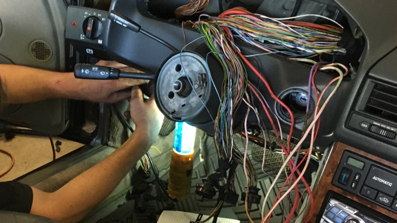 found these 3 exposed wires eco junk page 2 mercedes benz forum rh benzworld org Mercedes Jurassic Park