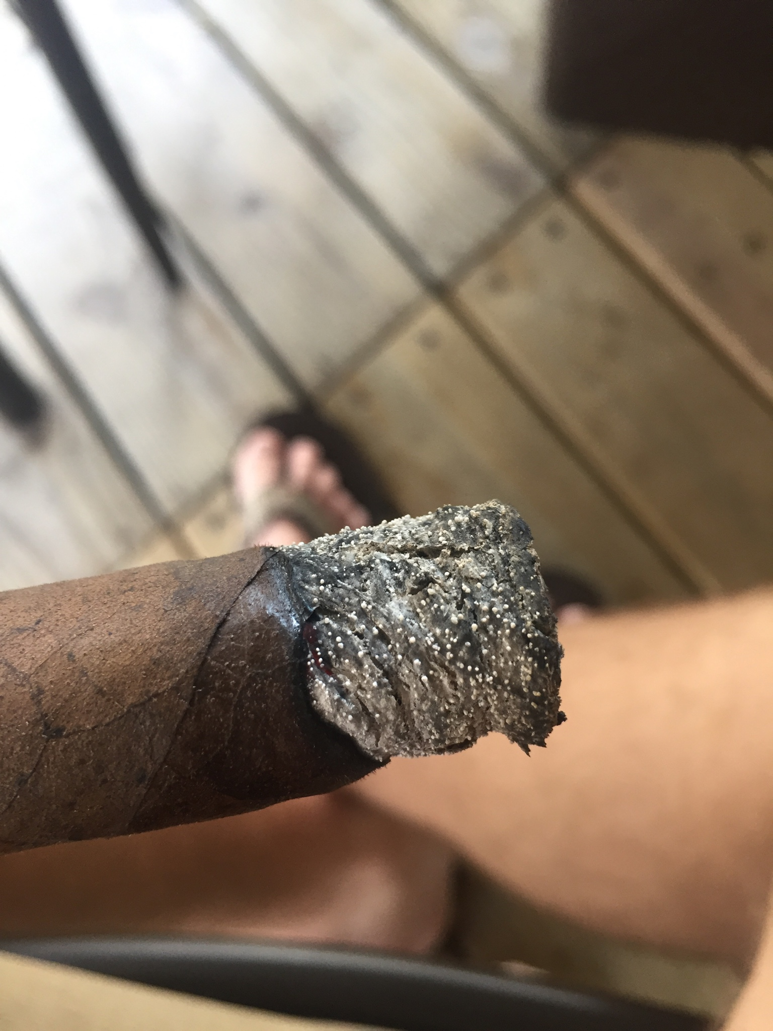 What are these little dots in the ash? - Puff Cigar