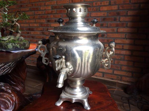 Kính phố ấm Samovar, lành tít, không cấn móp, nặng 2,6kg,chất liêu bằng đồng rấtđep Em gl 1800k