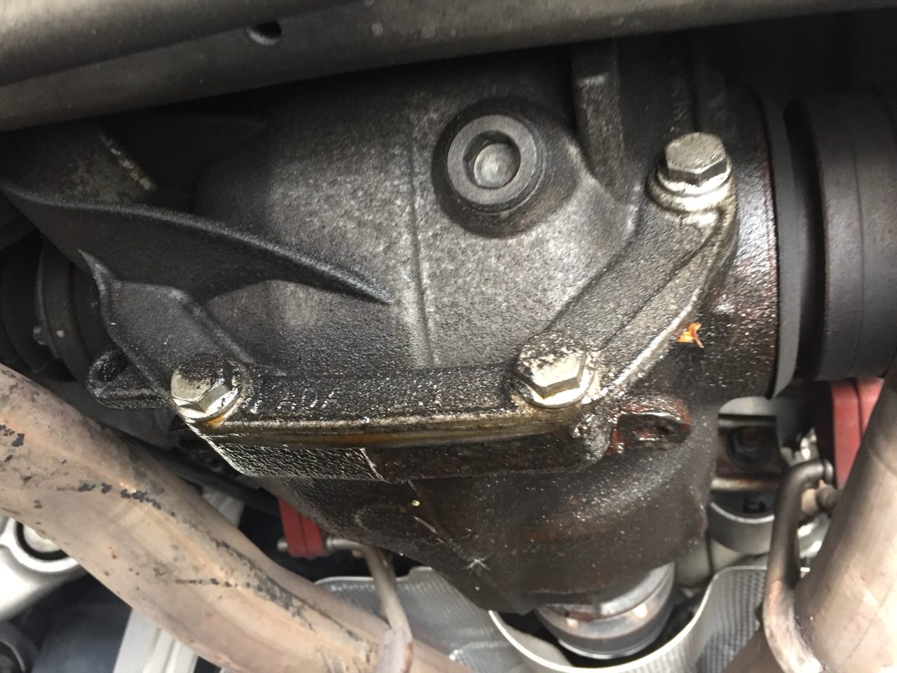 What is this part leaking oil between rear tires 08 650i