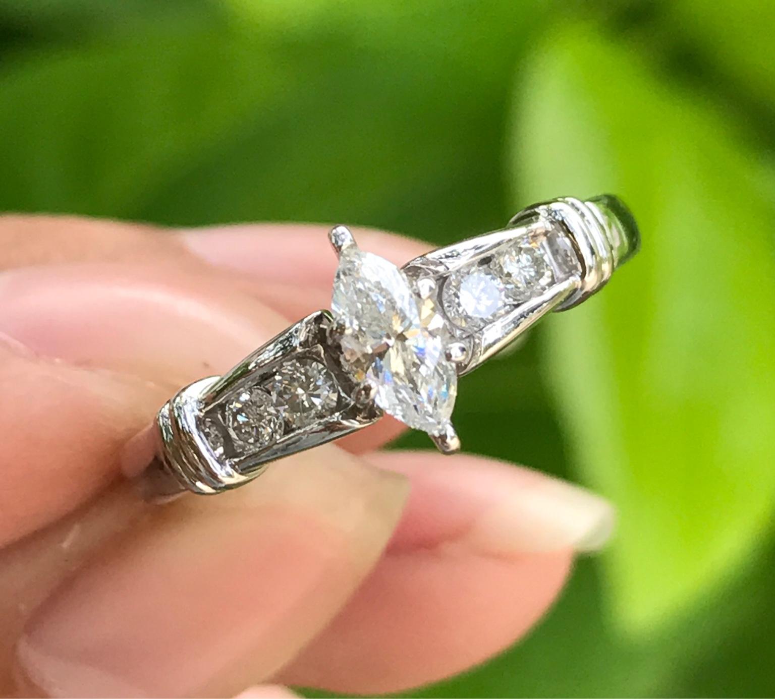 Nhẫn nữ vàng ngoại 14k. Đính viên chủ hạt thóc rất đẹp và sang trọng