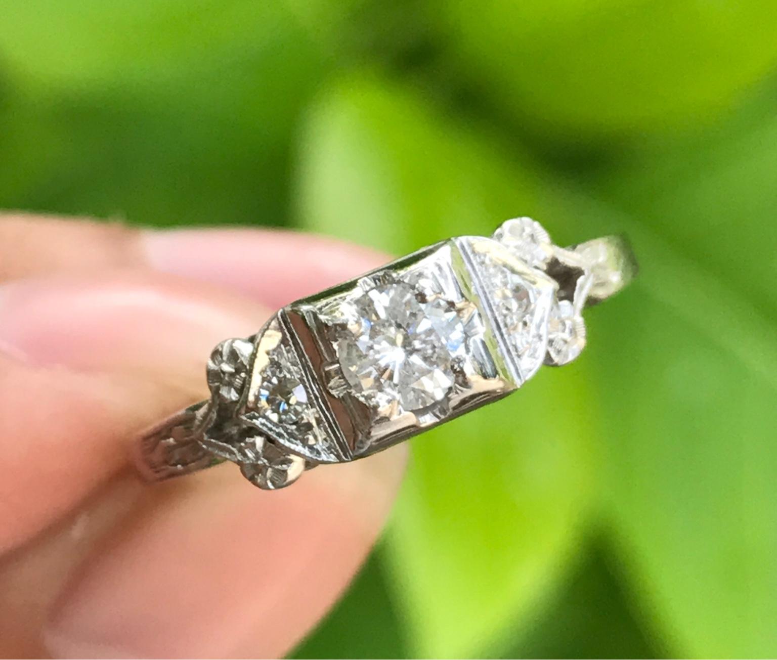 Nhẫn nữ vàng ngoại 18k. Đính viên kim cương thiên nhiên 4,2ly
