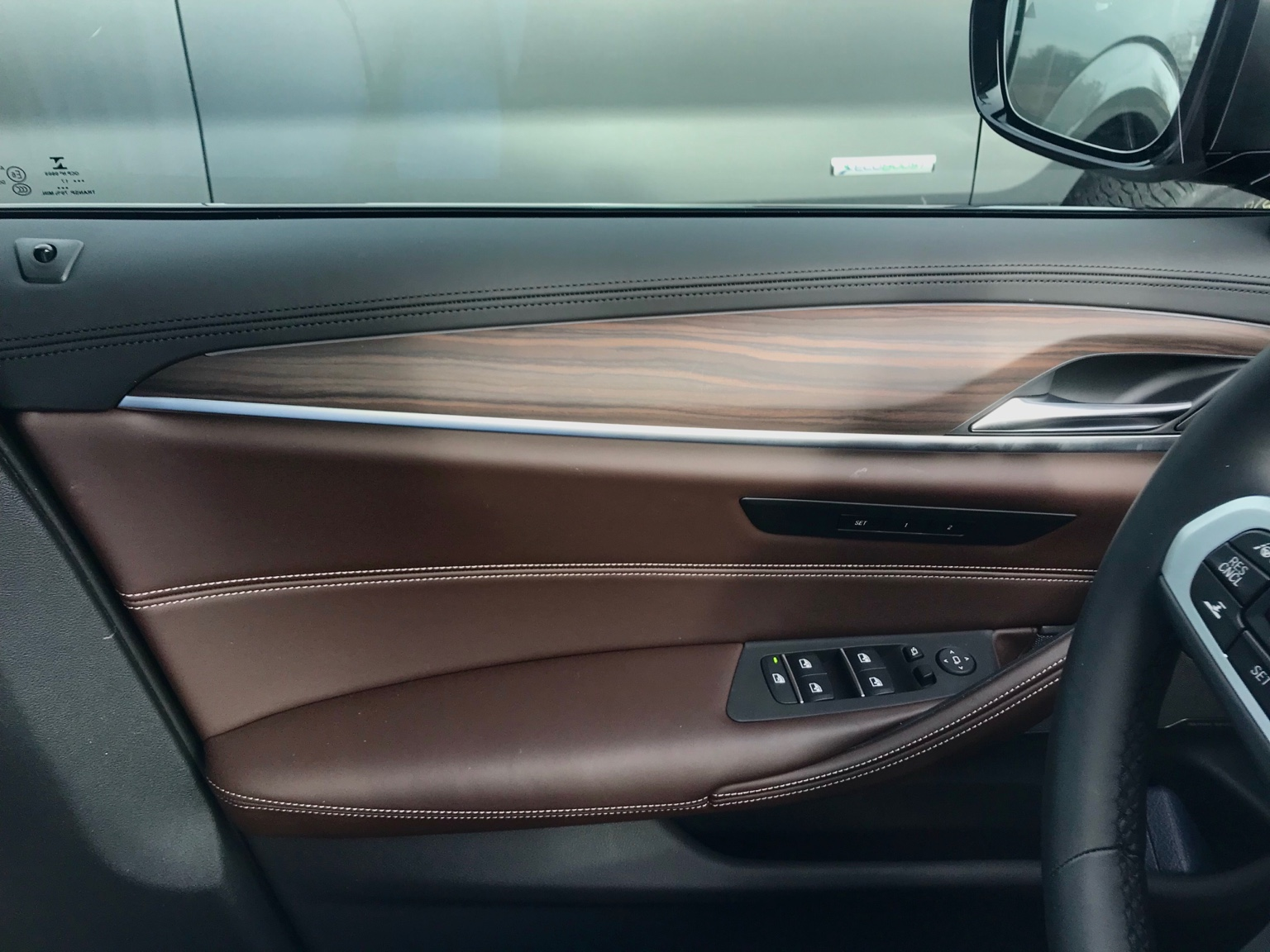 G30 leather dashboard - how does it affect lower dash and