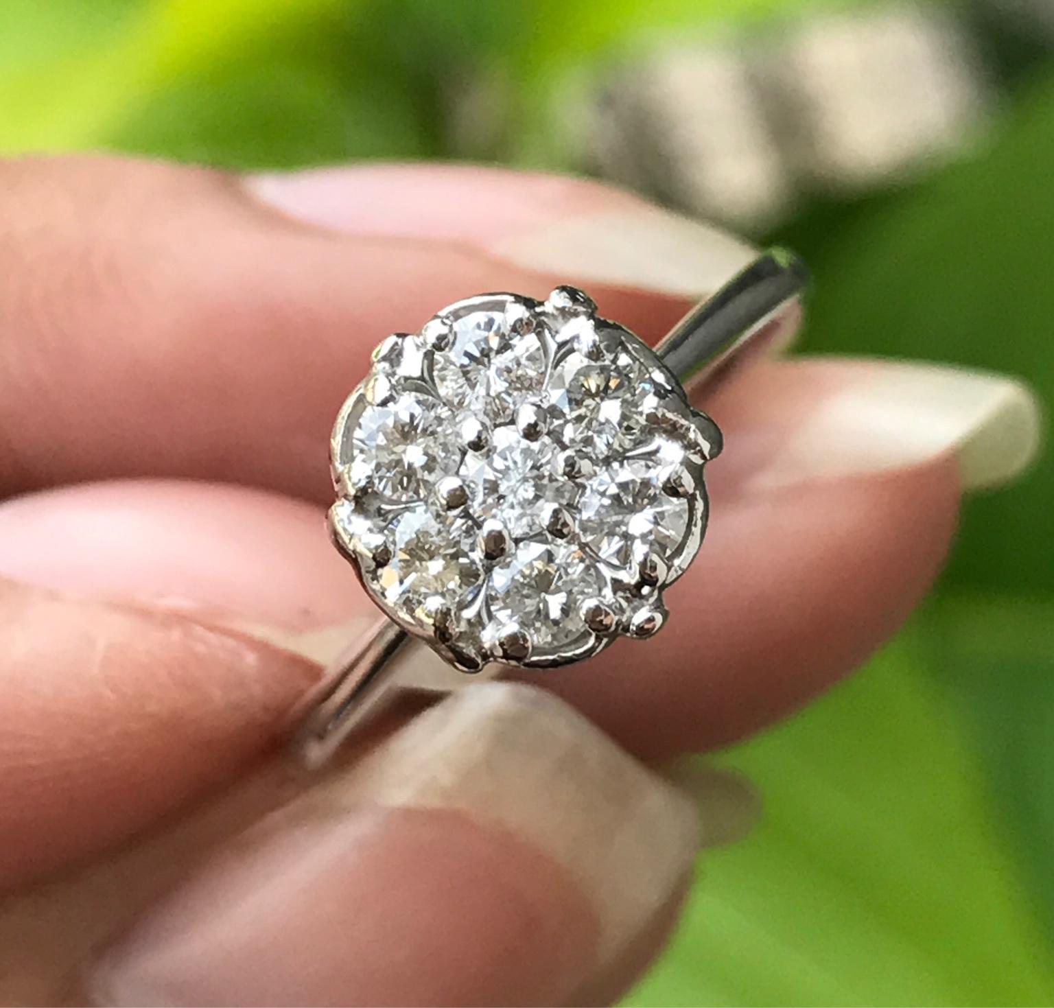Nhẫn nữ vàng ngoại 14k. Đính 7 viên kim cương thiên nhiên 2,6ly đến 2,7ly. Giá: 4,9tr