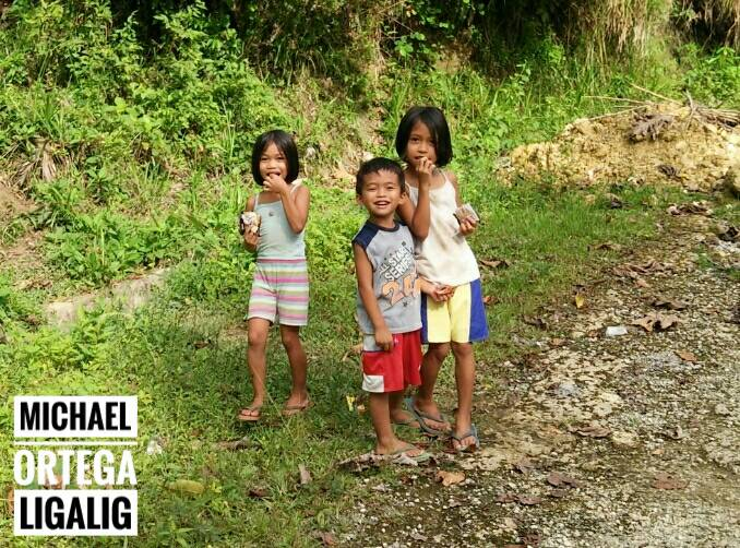 1cf10219d002467a7716a7bf81032a2a - Bohol Kids in San Isidro Town - Philippine Photo Gallery