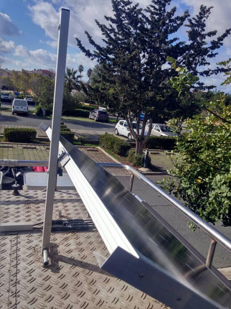 kippbare montage solaranlage auf dem dach allrad lkw gemeinschaft. Black Bedroom Furniture Sets. Home Design Ideas