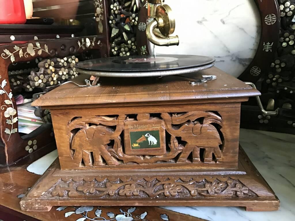Máy hát đĩa Thái