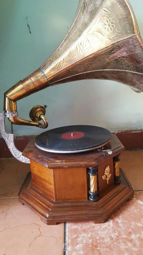 Máy hát đĩa lục giác