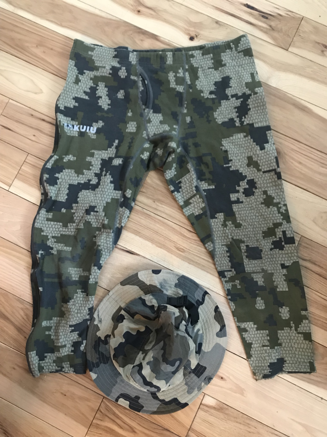 Vias camo boonie. Size large nuyarn 210gr long underwear. Limited use over  1 hunt. cec7aacb4c2