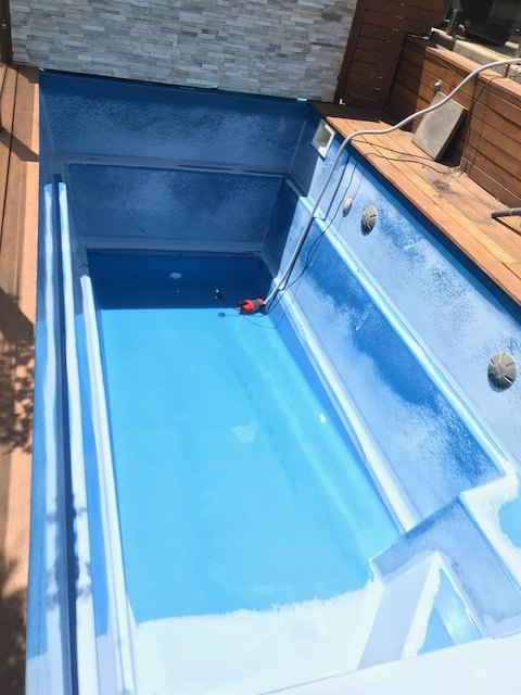 Fiberglass Pool Bleaching under the water line