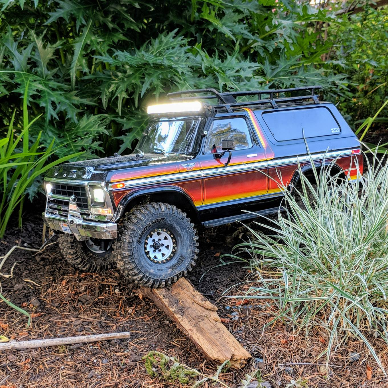 Tuanies Trx 4 Defender Bronco Build Logs Page 2 Rccrawler Pole Barn 7 Ford Forum Dusted Off The For A Little Remote Control Therapy After Work Havent Really Taken It Out Since I Installed Fake Spare Tire