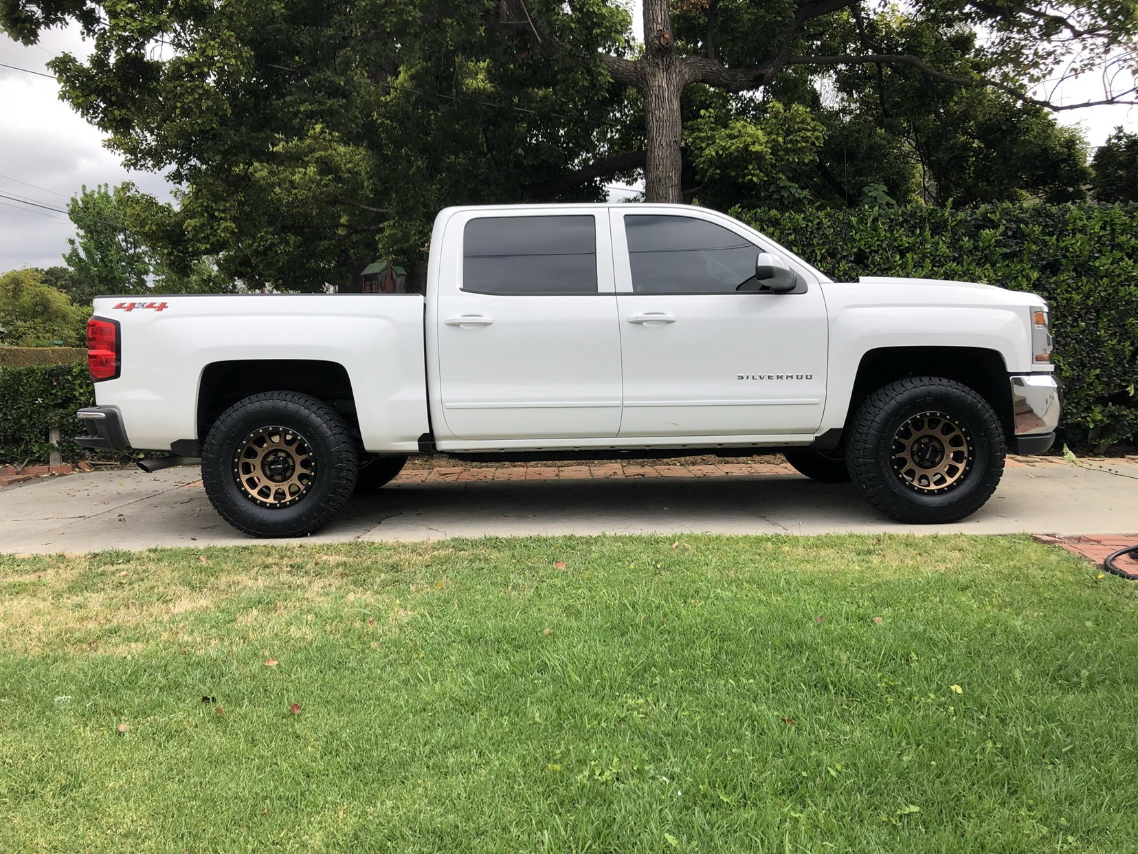 Silveradosierra Com Rough Country 2 Level Kit And Tire Size On A