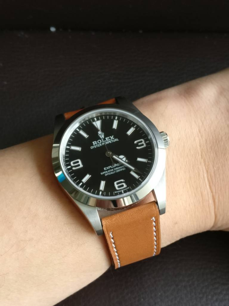 Show your 39mm Explorer on leather!