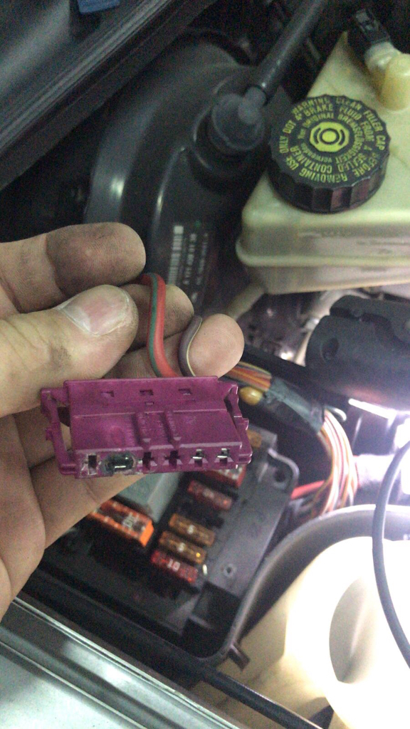 Fuse socket for secondary air injection pump - Mercedes Benz ... on