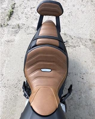 Custom Luimoto seats and Motocomposite Carbon fibre
