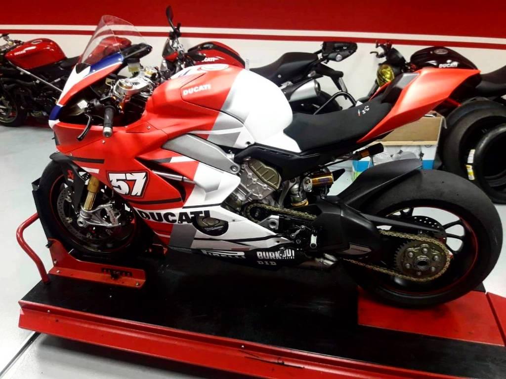 Ducati Panigale V4 Carbon Black