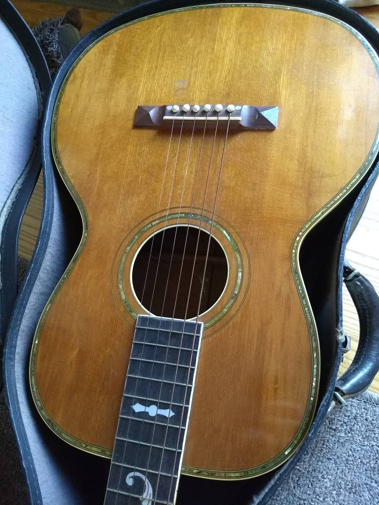 Can you identify this guitar? - The Acoustic Guitar Forum