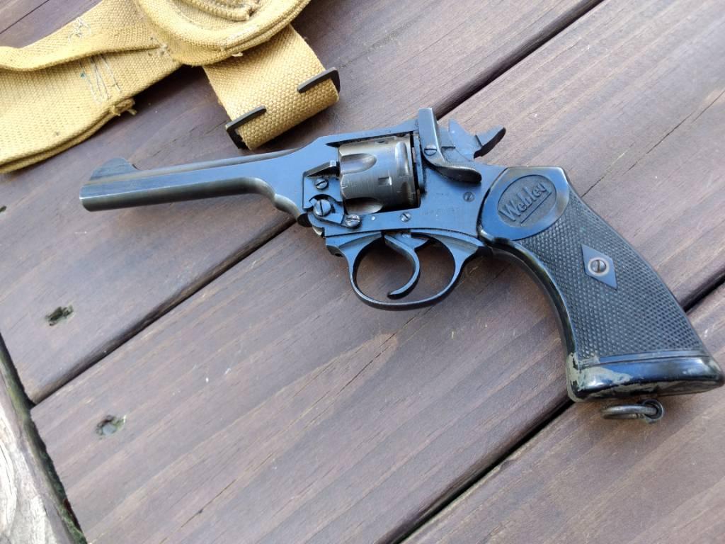 Webley Mk IV  38 with holster