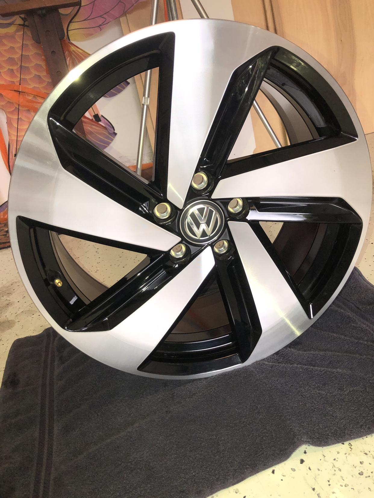Volkswagen GTI Dallas Rims