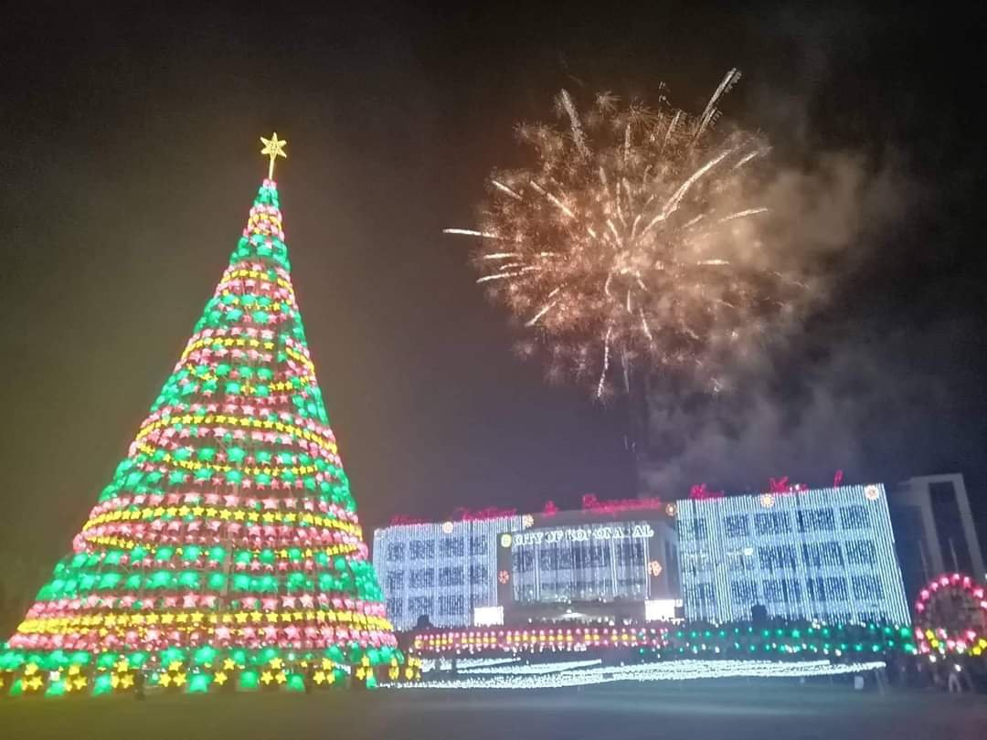 9ab1276afb84ac744f79c2e81bf61651 - Christmas Tree in Koronadal City - Philippine Photo Gallery