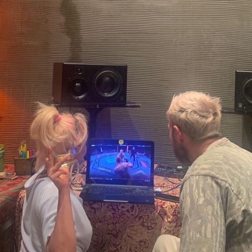 """Lady Gaga >> álbum """"Chromatica"""" 10346396506af8187fcbcf8469bfe2e5"""