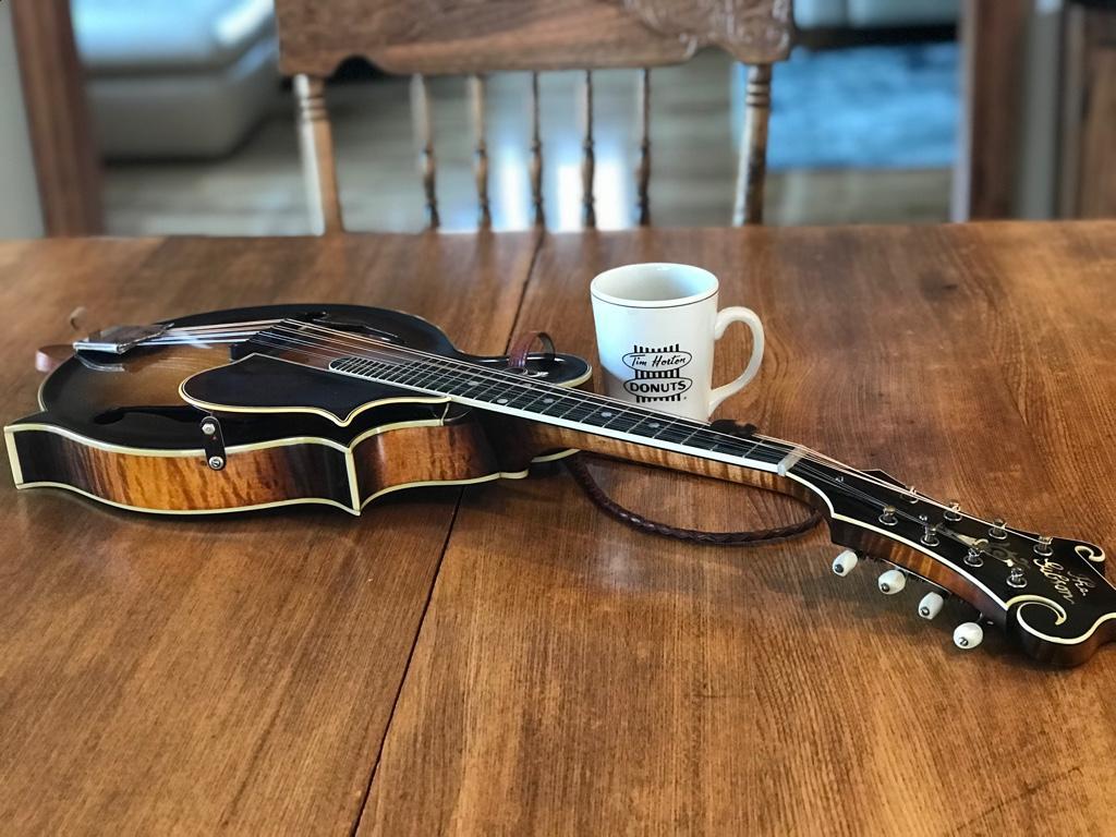 """Gibson F5 """"Lloyd Loar"""" Mandolin. Serial No. 72207, signed Feb 26,1923 6e59607bac2c1eb878f18f51b3deedcd"""
