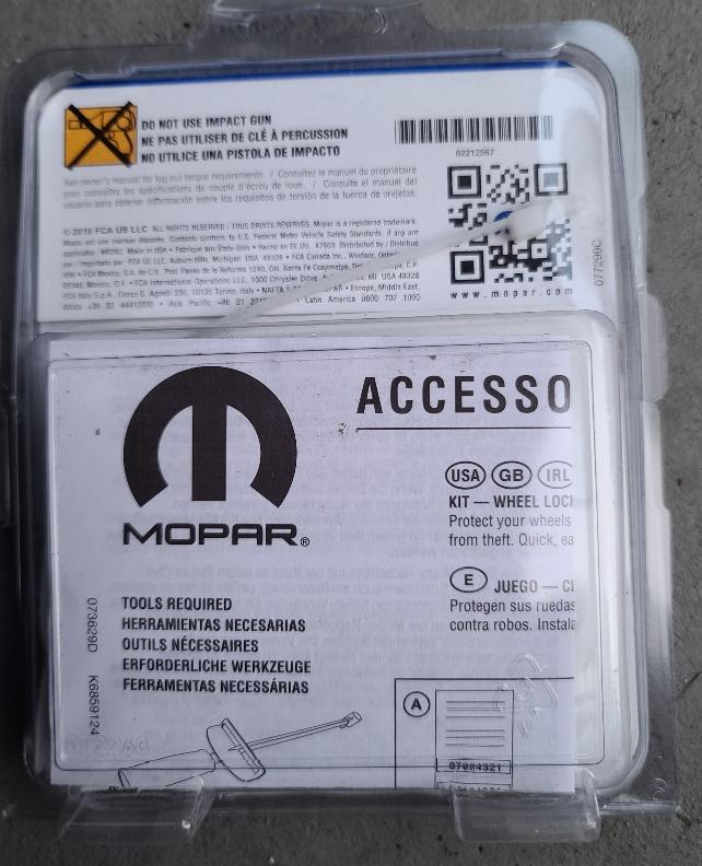 MOPAR Wheel Locks Locking Lug Nuts 82212567 M14x1.5